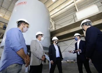 Kicillof y Cascallares recorrieron la nueva planta de una empresa de materiales compuestos